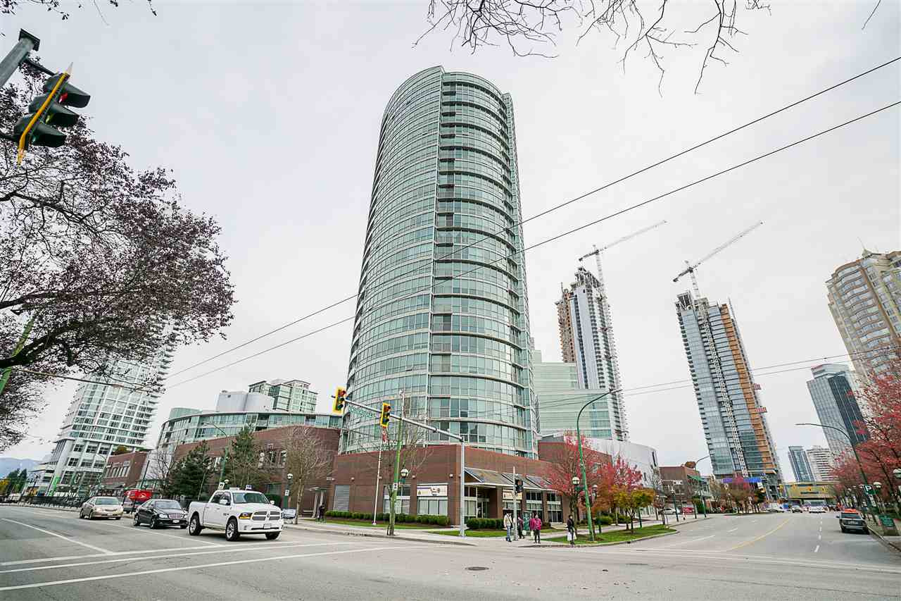 "Main Photo: 1802 6088 WILLINGDON Avenue in Burnaby: Metrotown Condo for sale in ""Crystal"" (Burnaby South)  : MLS®# R2220839"