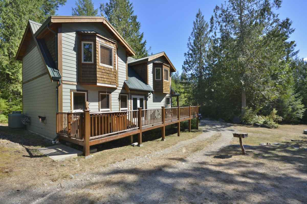 Main Photo: 11 13651 CAMP BURLEY ROAD in Garden Bay: Pender Harbour Egmont House for sale (Sunshine Coast)  : MLS® # R2200142