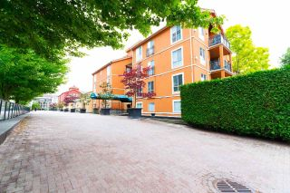 "Main Photo: 222 3 RIALTO Court in New Westminster: Quay Condo for sale in ""The Rialto"" : MLS®# R2279683"