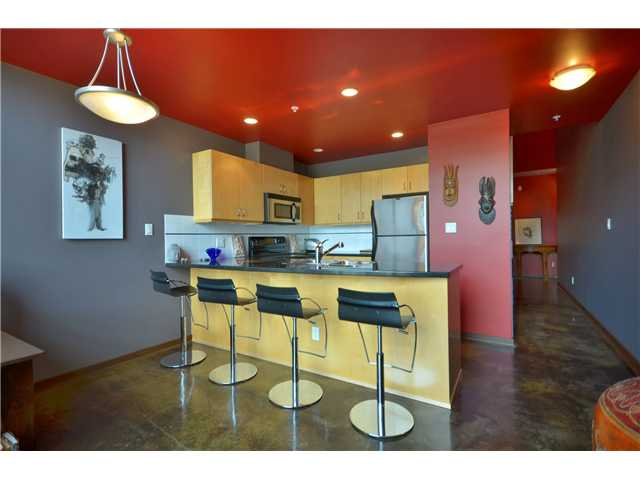 "Photo 3: 404 919 STATION Street in Vancouver: Mount Pleasant VE Condo for sale in ""THE LEFT BANK"" (Vancouver East)  : MLS® # V926580"