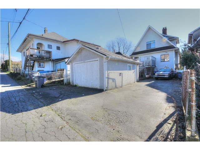 Photo 15: 1767 PARKER Street in Vancouver: Grandview VE House for sale (Vancouver East)  : MLS® # V1104050