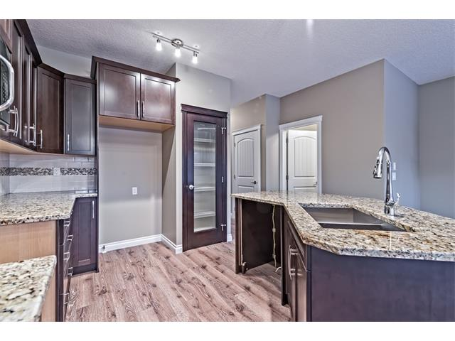 Photo 8: 25 NOLANFIELD Manor NW in Calgary: Nolan Hill House  : MLS(r) # C4041105