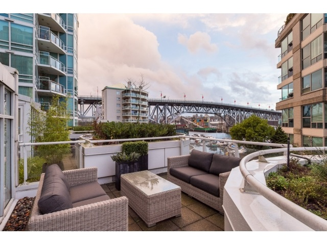 "Photo 2: T09 1501 HOWE Street in Vancouver: Yaletown Townhouse for sale in ""888 BEACH"" (Vancouver West)  : MLS® # R2020483"