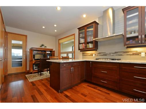 Photo 4: 13 3650 Citadel Place in VICTORIA: Co Latoria Townhouse for sale (Colwood)  : MLS® # 364045