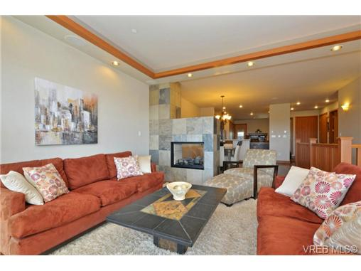 Photo 5: 13 3650 Citadel Place in VICTORIA: Co Latoria Townhouse for sale (Colwood)  : MLS® # 364045