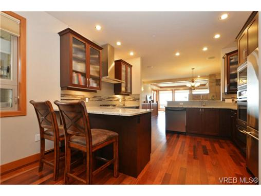 Photo 10: 13 3650 Citadel Place in VICTORIA: Co Latoria Townhouse for sale (Colwood)  : MLS® # 364045