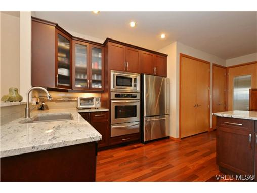 Photo 3: 13 3650 Citadel Place in VICTORIA: Co Latoria Townhouse for sale (Colwood)  : MLS® # 364045