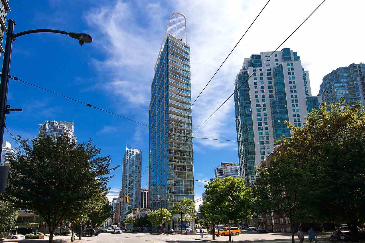 "Main Photo: 1501 1277 MELVILLE Street in Vancouver: Coal Harbour Condo for sale in ""FLATIRON"" (Vancouver West)  : MLS® # R2066821"