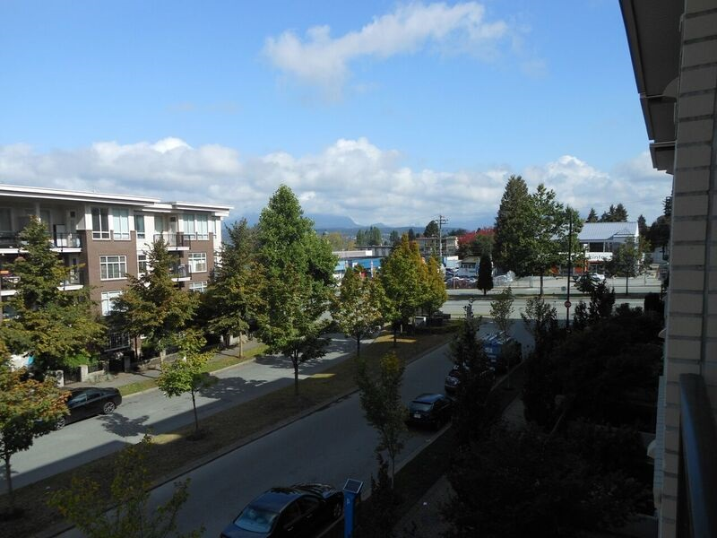 "Photo 5: 214 13468 KING GEORGE Boulevard in Surrey: Whalley Condo for sale in ""Brookland"" (North Surrey)  : MLS® # R2111340"