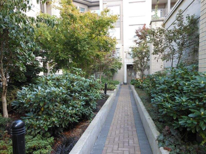 "Photo 10: 214 13468 KING GEORGE Boulevard in Surrey: Whalley Condo for sale in ""Brookland"" (North Surrey)  : MLS® # R2111340"