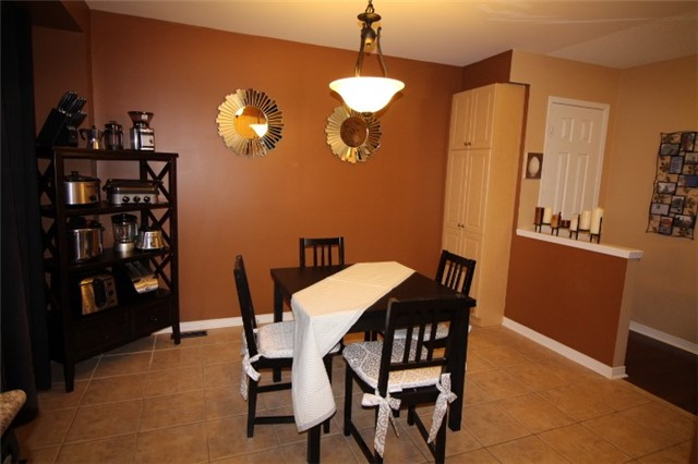 Photo 5: 3247 Redpath Circle in Mississauga: Lisgar House (3-Storey) for sale : MLS(r) # W3661738