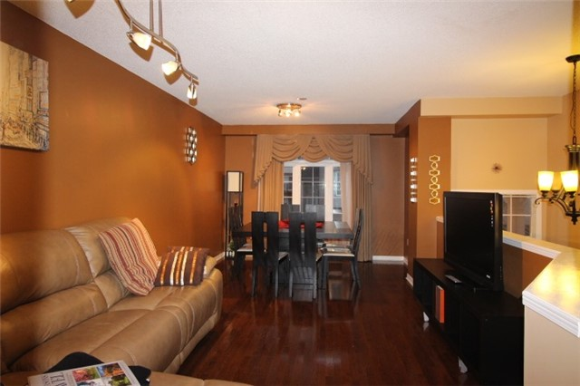 Photo 6: 3247 Redpath Circle in Mississauga: Lisgar House (3-Storey) for sale : MLS(r) # W3661738