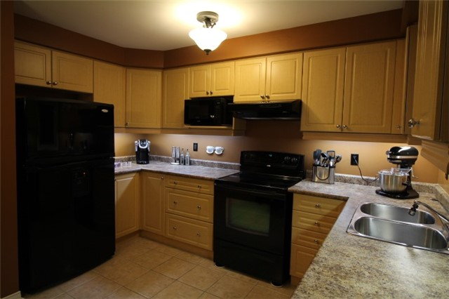 Photo 4: 3247 Redpath Circle in Mississauga: Lisgar House (3-Storey) for sale : MLS(r) # W3661738