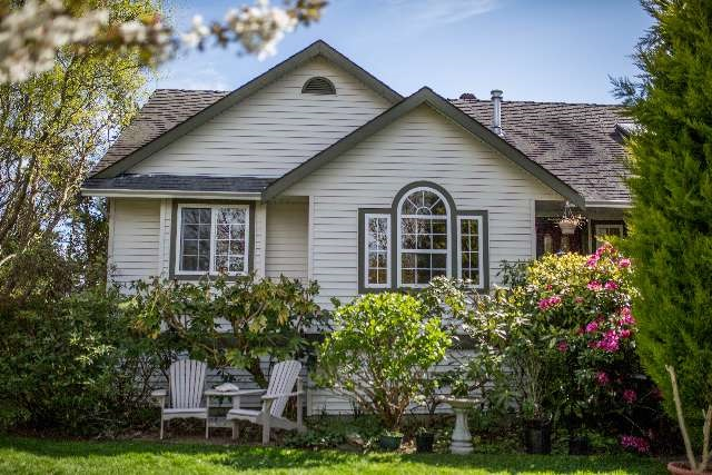 Photo 1: 6353 HOMESTEAD Avenue in Sechelt: Sechelt District House for sale (Sunshine Coast)  : MLS® # R2156793