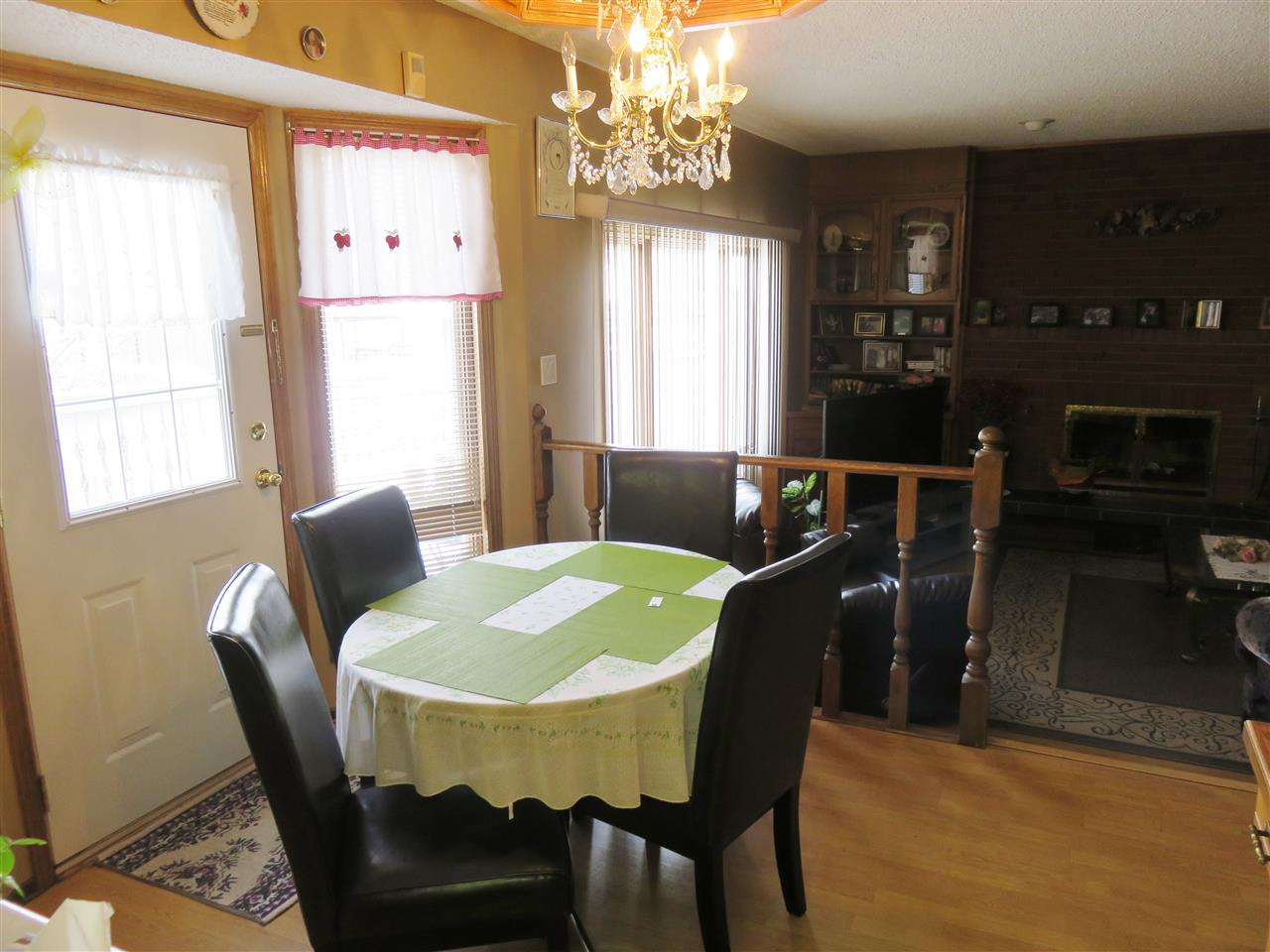 View of the Breakfast Nook between the Kitchen & Family Room!