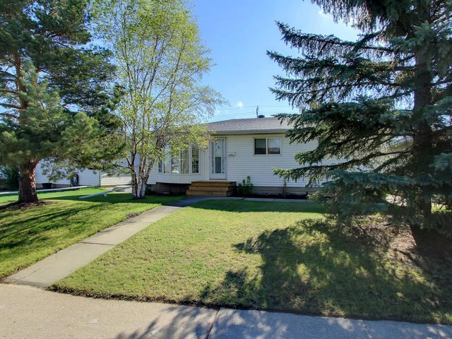 Main Photo: 8411 52 Street in Edmonton: Zone 18 House for sale : MLS(r) # E4064510