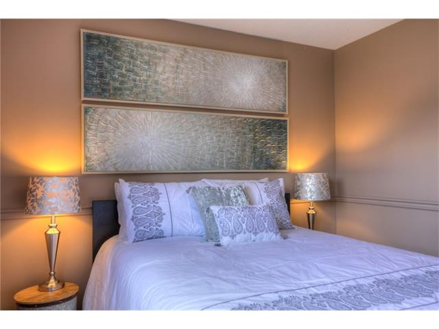 Photo 17: 436 WOODSIDE Road SW in Calgary: Woodlands House for sale : MLS® # C4117754