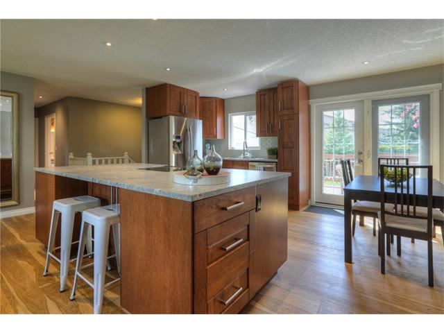 Photo 8: 436 WOODSIDE Road SW in Calgary: Woodlands House for sale : MLS® # C4117754