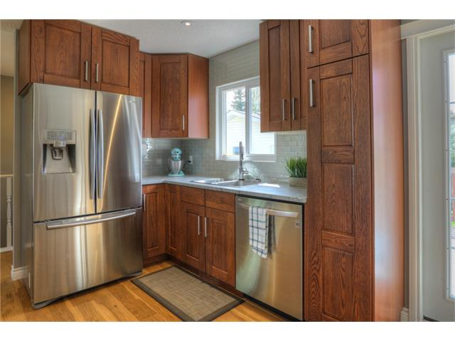 Photo 11: 436 WOODSIDE Road SW in Calgary: Woodlands House for sale : MLS® # C4117754