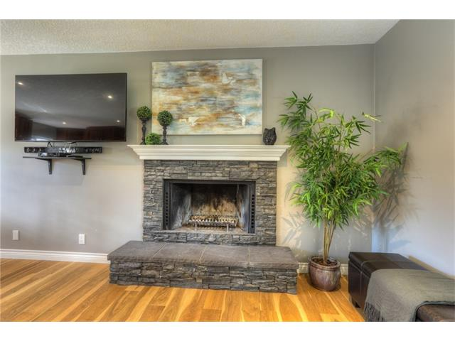 Photo 6: 436 WOODSIDE Road SW in Calgary: Woodlands House for sale : MLS® # C4117754