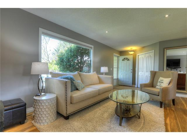 Photo 5: 436 WOODSIDE Road SW in Calgary: Woodlands House for sale : MLS® # C4117754