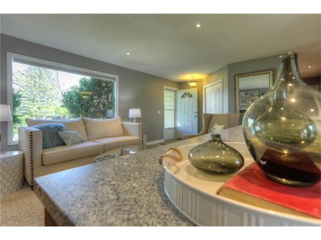 Photo 7: 436 WOODSIDE Road SW in Calgary: Woodlands House for sale : MLS® # C4117754