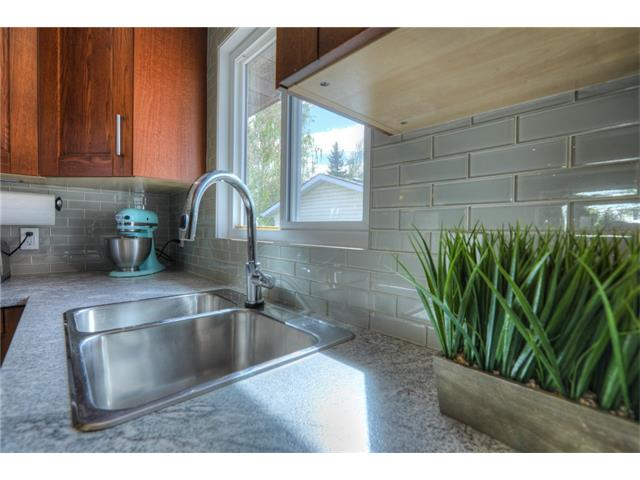 Photo 14: 436 WOODSIDE Road SW in Calgary: Woodlands House for sale : MLS® # C4117754