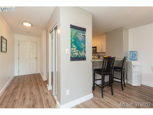 Photo 3: 218 485 Island Highway in VICTORIA: VR Six Mile Condo Apartment for sale (View Royal)  : MLS® # 379002