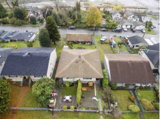 Main Photo: 417 E 1ST Street in North Vancouver: Lower Lonsdale House Duplex for sale : MLS® # R2223729