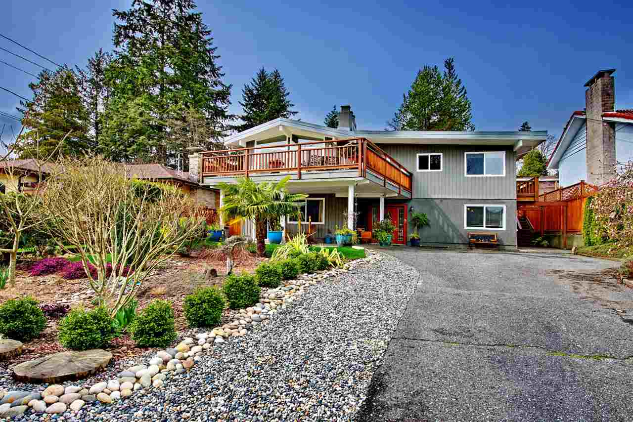 Main Photo: 563 N DOLLARTON Highway in North Vancouver: Dollarton House for sale : MLS®# R2257361