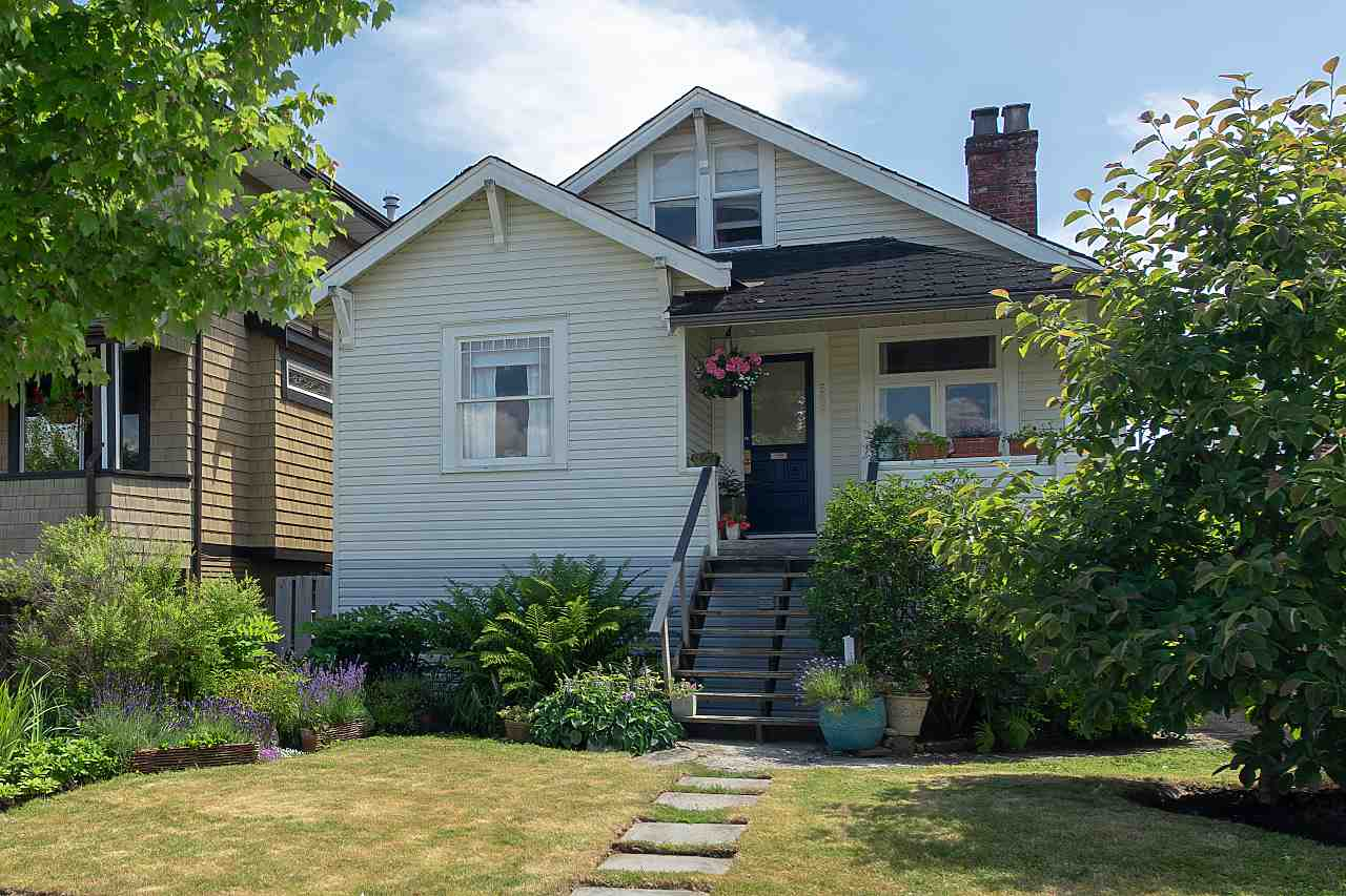 Main Photo: 558 E 27TH Avenue in Vancouver: Fraser VE House for sale (Vancouver East)  : MLS®# R2285398