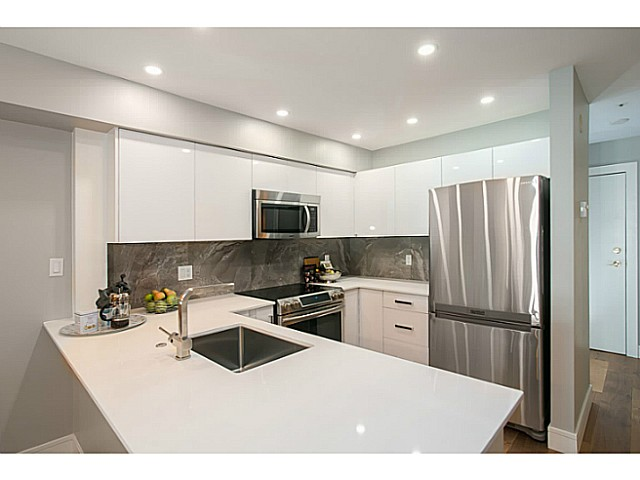"Photo 2: 302 3480 MAIN Street in Vancouver: Main Condo for sale in ""NEWPORT"" (Vancouver East)  : MLS® # V1072418"