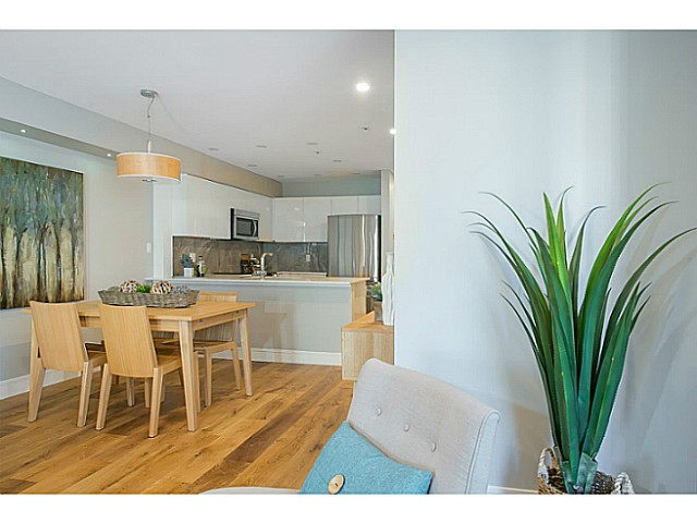 "Photo 5: 302 3480 MAIN Street in Vancouver: Main Condo for sale in ""NEWPORT"" (Vancouver East)  : MLS® # V1072418"