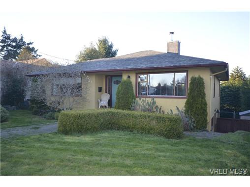 Main Photo: 934 Leslie Drive in VICTORIA: SE Quadra Single Family Detached for sale (Saanich East)  : MLS(r) # 347143
