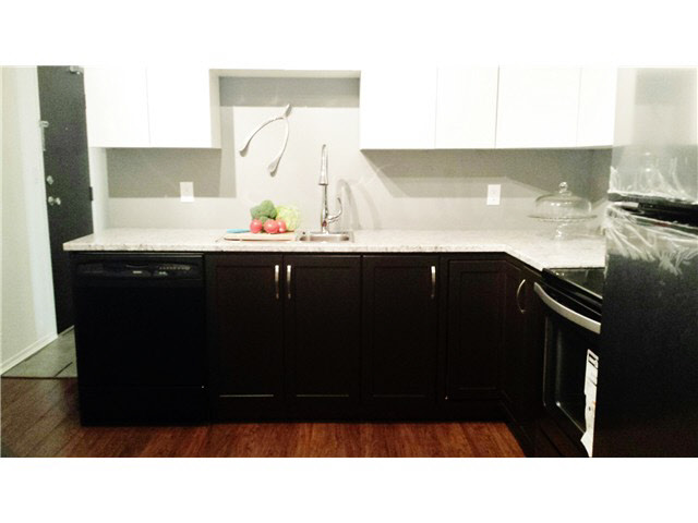 "Main Photo: 301 10626 151A Street in Surrey: Guildford Condo for sale in ""LINCOLN HILL"" (North Surrey)  : MLS®# F1444565"