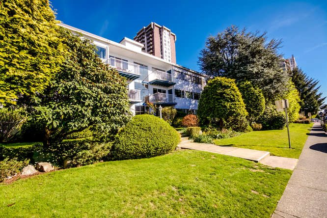 "Main Photo: 2 1450 CHESTERFIELD Avenue in North Vancouver: Central Lonsdale Condo for sale in ""MOUNTAINVIEW"" : MLS(r) # R2051749"
