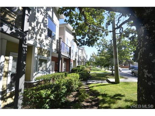 Photo 2: 878 Brock Avenue in VICTORIA: La Langford Proper Townhouse for sale (Langford)  : MLS(r) # 370068
