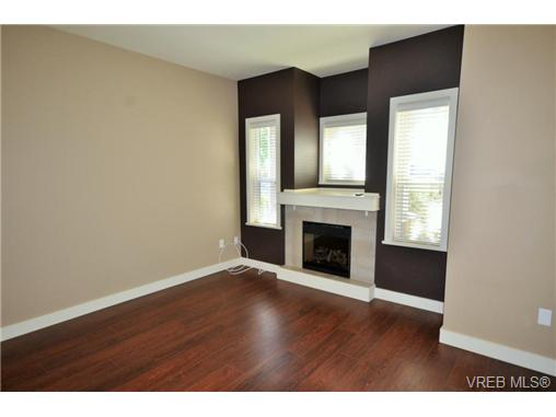 Photo 6: 878 Brock Avenue in VICTORIA: La Langford Proper Townhouse for sale (Langford)  : MLS(r) # 370068