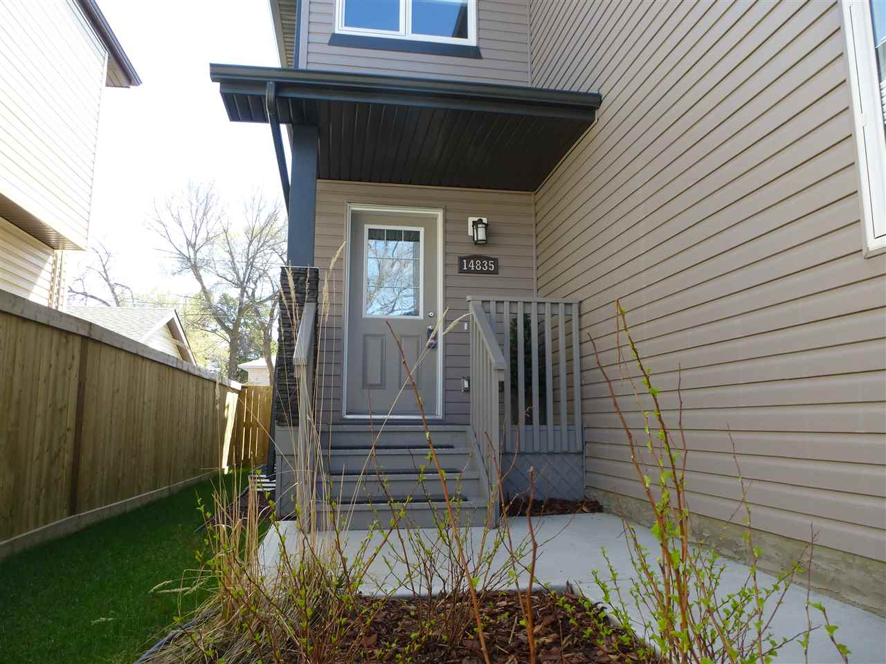 Photo 2: 14835 103 Avenue in Edmonton: Zone 21 House Half Duplex for sale : MLS(r) # E4057701