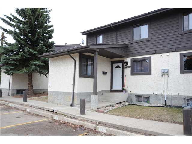 Main Photo:  in Edmonton: Zone 27 Townhouse for sale : MLS(r) # E4059615