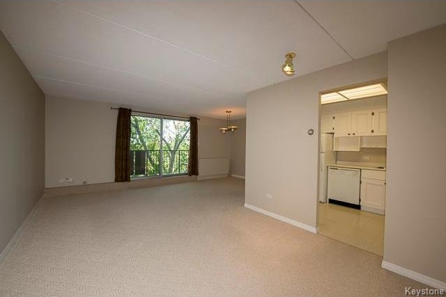 Photo 3: 1600 Taylor Avenue in Winnipeg: River Heights South Condominium for sale (1D)  : MLS® # 1713001