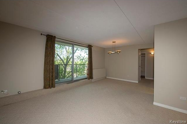 Photo 4: 1600 Taylor Avenue in Winnipeg: River Heights South Condominium for sale (1D)  : MLS® # 1713001