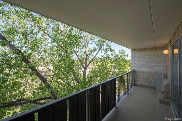 Photo 5: 1600 Taylor Avenue in Winnipeg: River Heights South Condominium for sale (1D)  : MLS® # 1713001