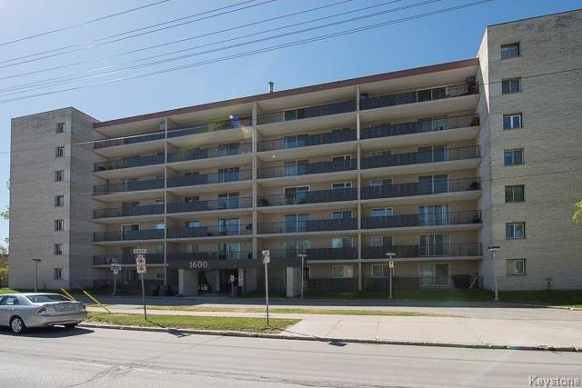 Photo 2: 1600 Taylor Avenue in Winnipeg: River Heights South Condominium for sale (1D)  : MLS® # 1713001