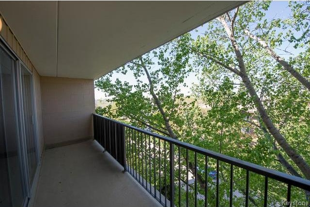 Photo 6: 1600 Taylor Avenue in Winnipeg: River Heights South Condominium for sale (1D)  : MLS® # 1713001