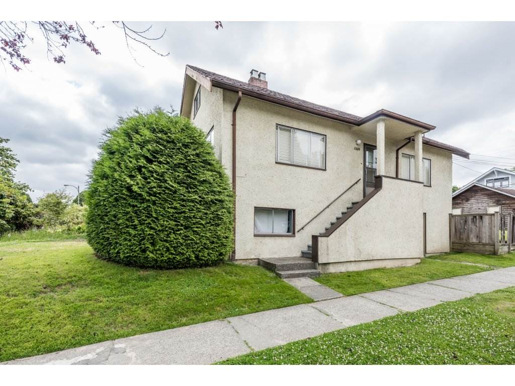 "Main Photo: 3330 MANITOBA Street in Vancouver: Cambie House for sale in ""CAMBIE VILLAGE"" (Vancouver West)  : MLS®# R2183325"