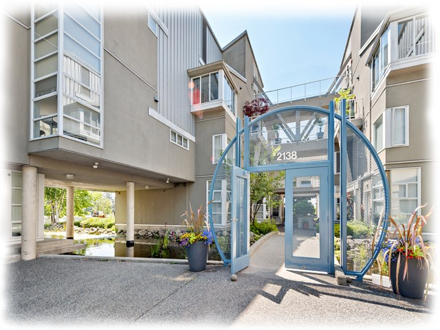 "Main Photo: 6 2138 E KENT AVENUE SOUTH in Vancouver: Fraserview VE Townhouse for sale in ""CAPTAIN'S WALK"" (Vancouver East)  : MLS® # R2188923"