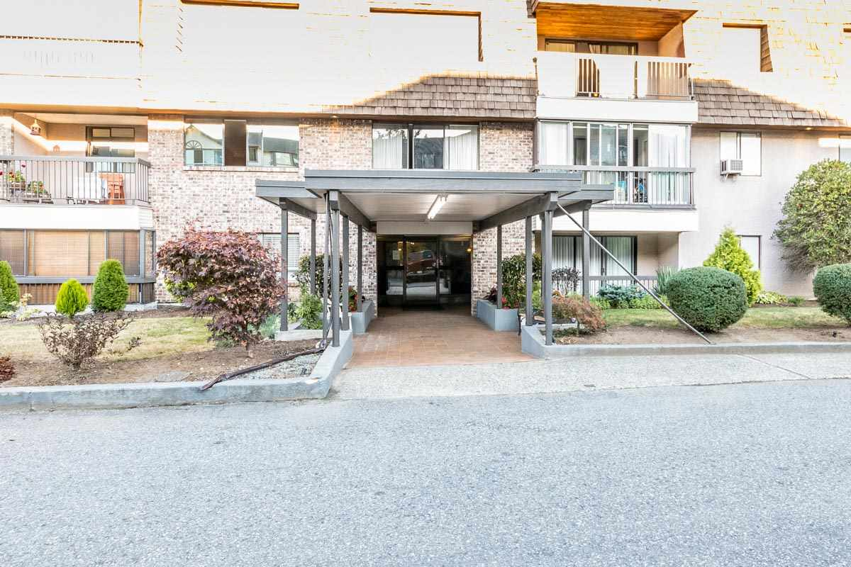 Photo 2: 318 32175 OLD YALE Road in Abbotsford: Abbotsford West Condo for sale : MLS® # R2203398