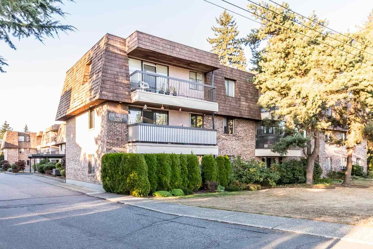Main Photo: 318 32175 OLD YALE Road in Abbotsford: Abbotsford West Condo for sale : MLS® # R2203398