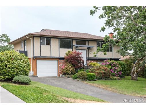 Main Photo: 964 Nicholson Street in VICTORIA: SE Lake Hill Single Family Detached for sale (Saanich East)  : MLS® # 365419